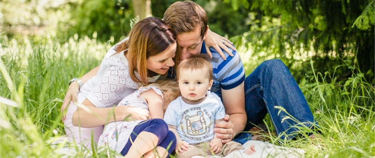 Summer family photo session outdoors