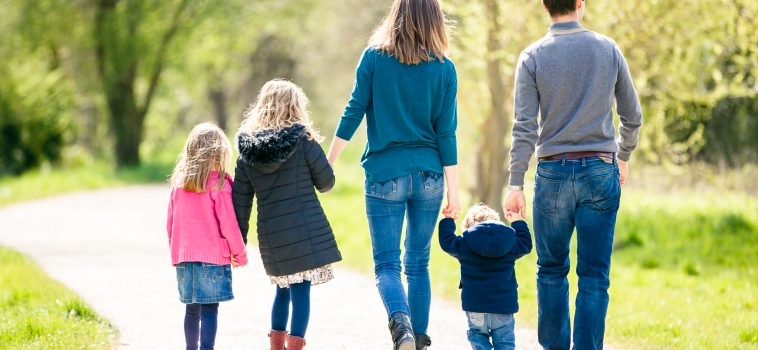 A summer family photo session in Ashtead, Surrey